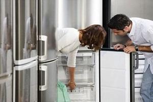 в магазине торгующем холодильниками