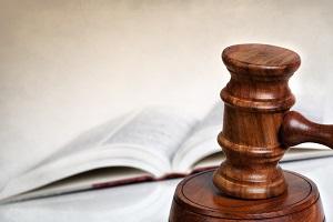 молоток и закон