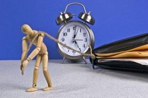 человечек тащит часы и бумажник